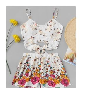 Other - White and flower 2 piece set ‼️60% off‼️ limited